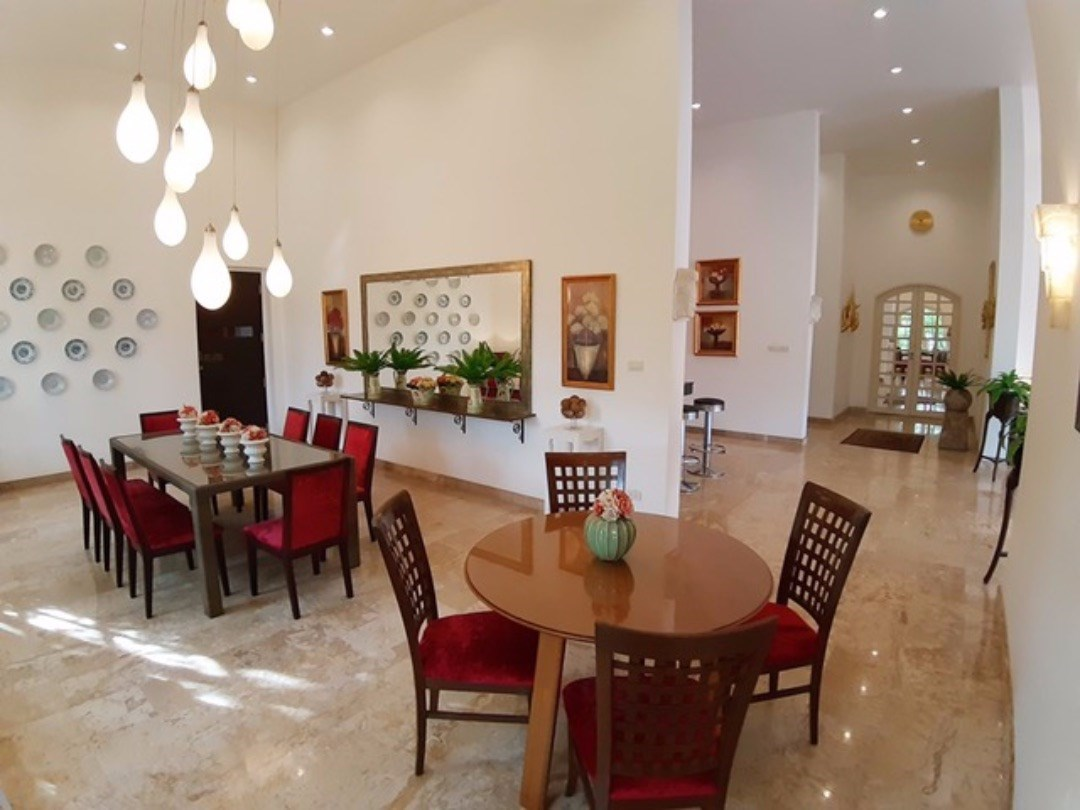 Main Villa Dining Area