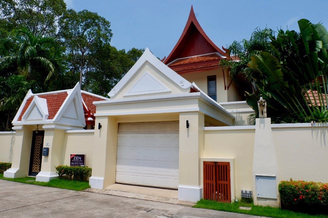Thai-Bali inspired walled-villa with private sala and pool in gated estate just meters from Bang Sare beach  - House - Bang Saray -