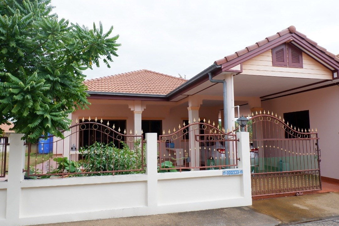 3 bedroom 4 bathroom home in popular gated estate  - House - Sattahip -