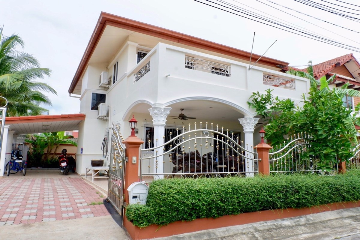 Villa-style home with 60 tw in gated village in Bang Sare district .   - House - Bang Saray -