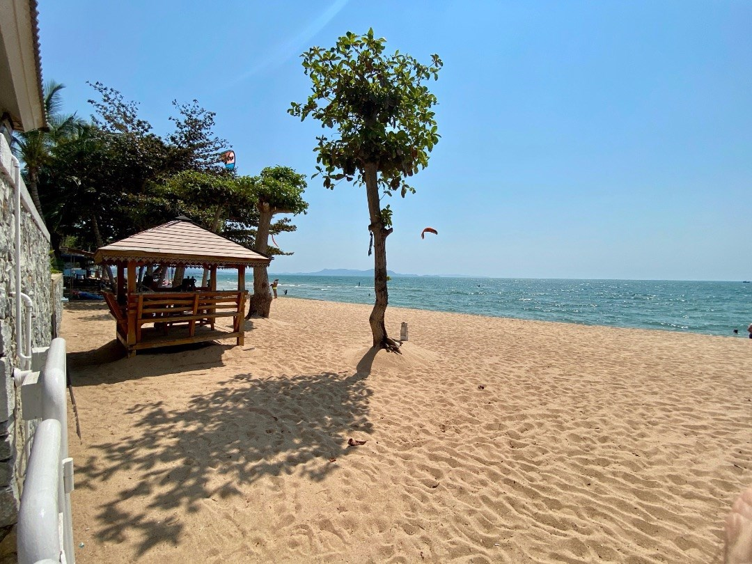 3 Bedroom Absolute Beach Front in rarely available development. - Condominium - Na Jomtien -