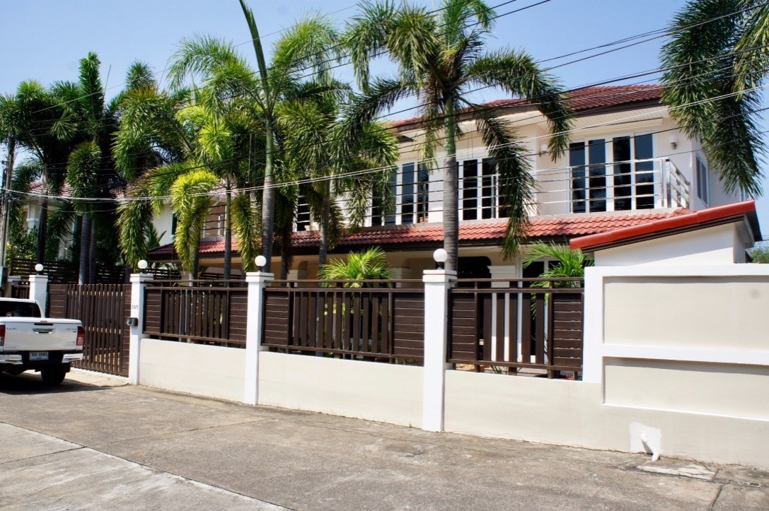 5 bedroom 5 bathroom Villa with pool in exclusive south Pattaya estate   - House - Pattaya - Huay Yai